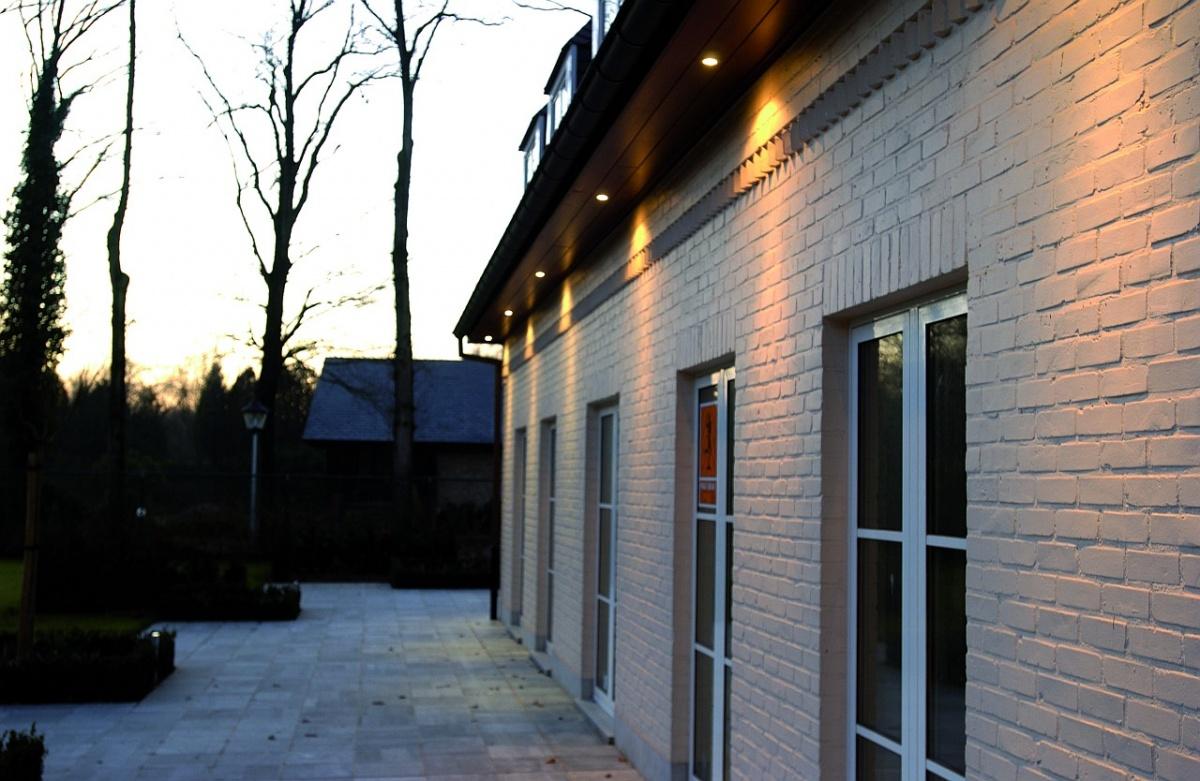 Verlichting gevel groothandel verlichting mechelen licht lampen schakelaars gevelverlichting - Buitenverlichting gevelhuis ...